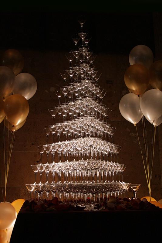 Горку из шампанского можно